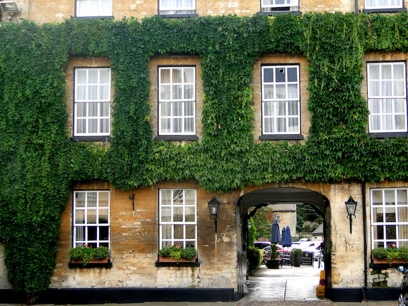 the bear hotel front entrance woodstock oxfordshire