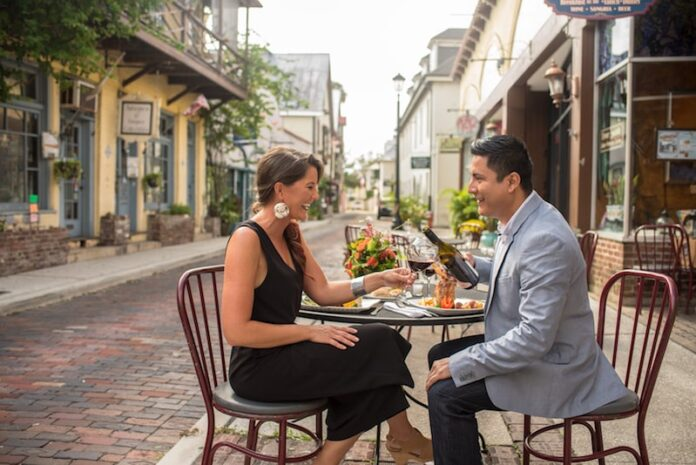 couple dine alfresco visit florida st. augustine historic florida coast