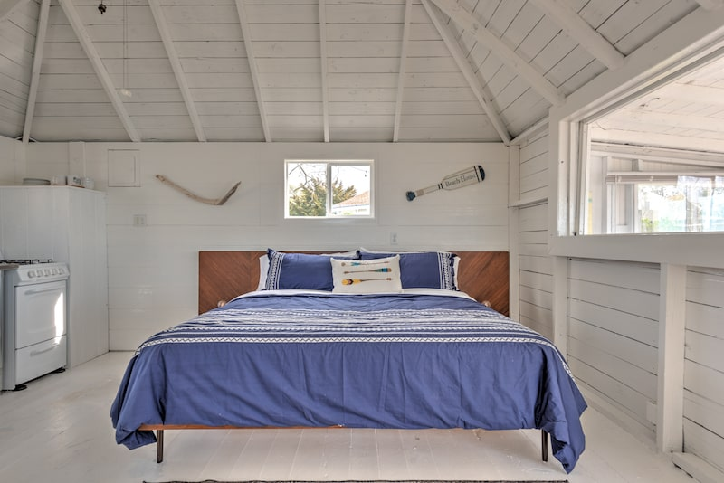 main room beach and bay bungalows westhampton bedroom