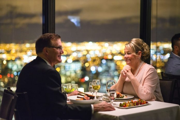 couple dining at table chicago skyscraper