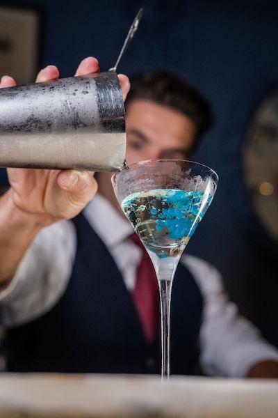 the berkeley london blue bar cocktail pour