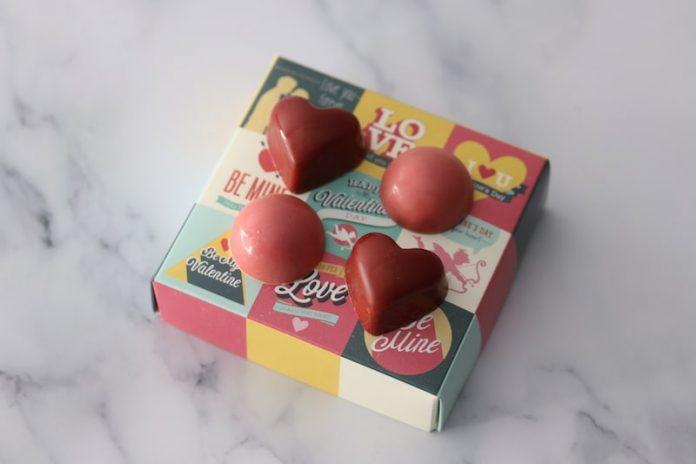 Valentine's day chocolates four pieces - EET Magazine