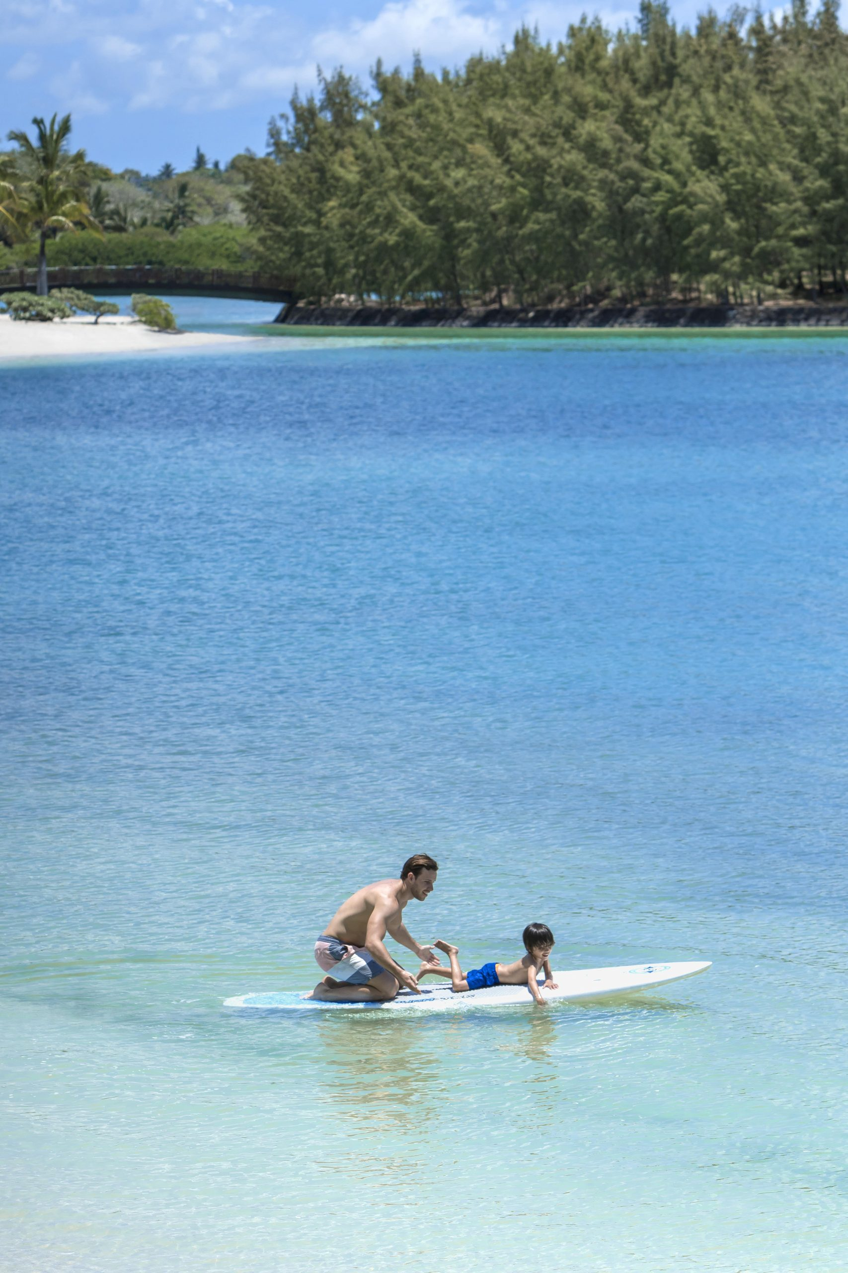 Shangri-La Resort Child paddleboarding