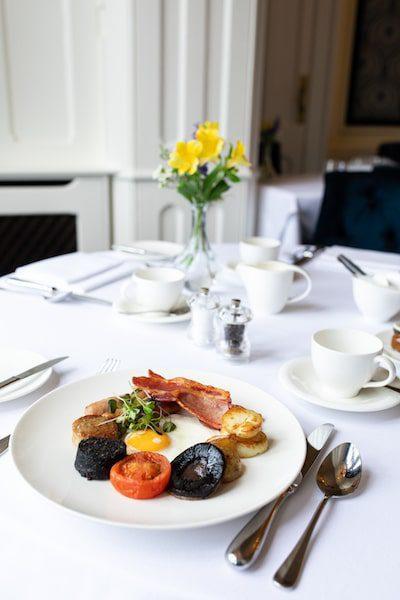 castle breakfast with yellow flowers centerpiece irish breakfast - East End Taste Magazine