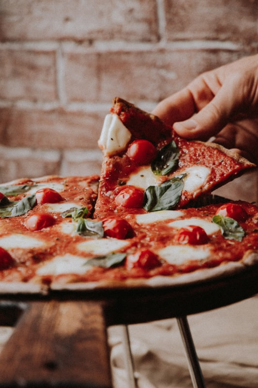 neapolitana pizza in naples italy